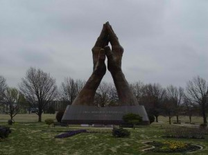 the-praying-hands tulsa